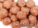 Рецепта Какаови веган бонбони с фурми, стафиди, банани овесени ядки и орехи за десерт